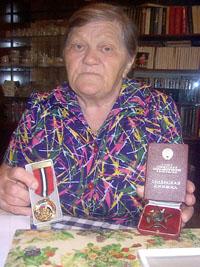 У Софьи Анатольевны, матери солдата, остались только ордена Алеши - сирийский да русский - и его фотографии. Да еще память о сыне....
